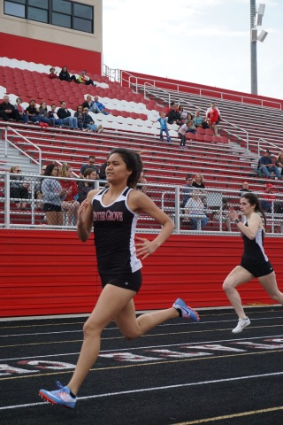 Ioana Aki '21 runs the final stretch of the 200 meter dash.